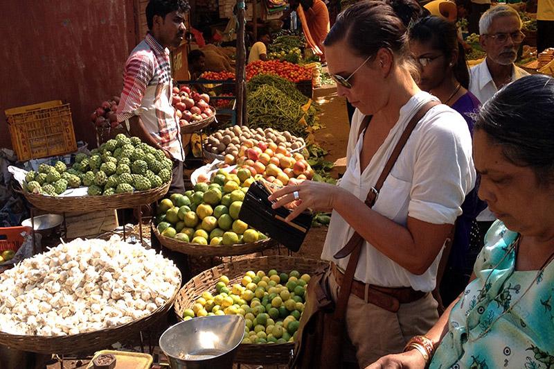 ausländische Bräute, die nach indischen Bräutigamen suchen