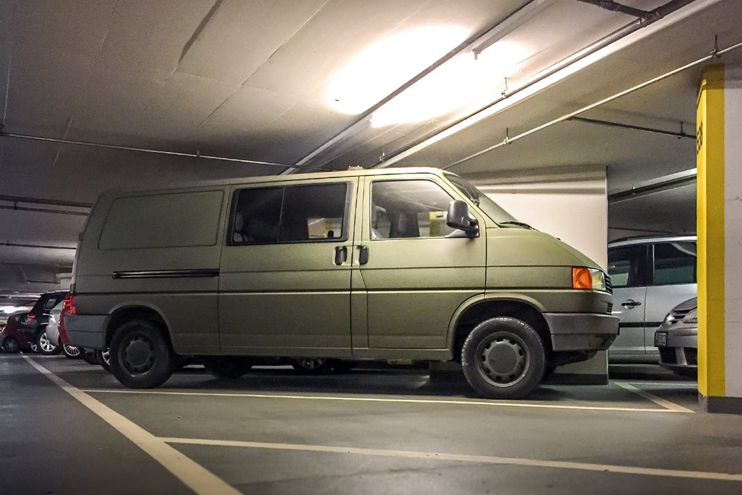 LIFE-for-FIVE-T4-Syncro-Der neue VW Bus in der Tiefgarage.