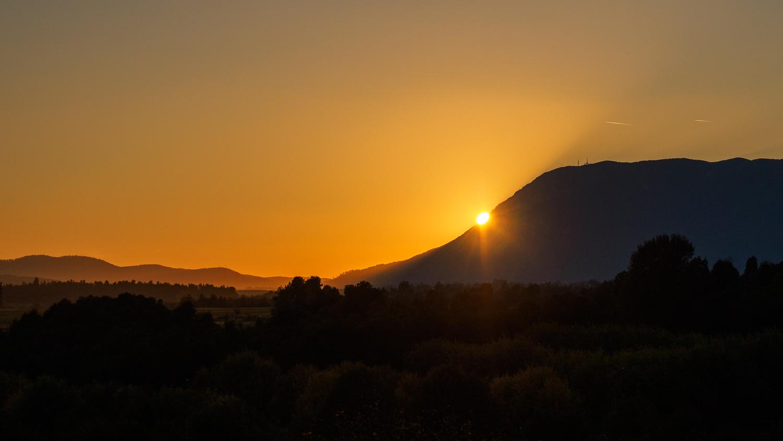 Zonsondergang berg Nanos
