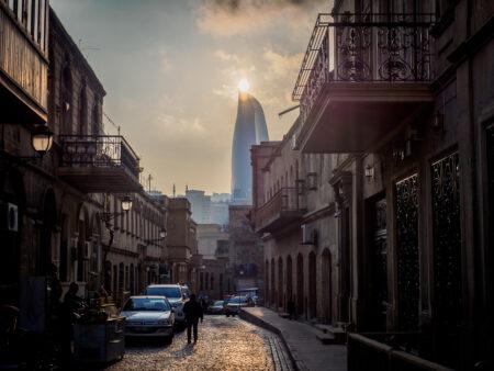 Altstadt von Baku und Flammenturm